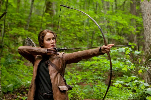 katniss-district-12-shoot-arrow1