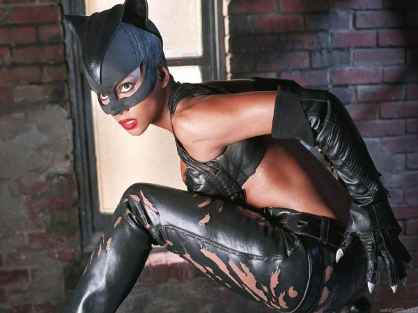 Halle-Berry-as-Catwoman-in-Catwoman