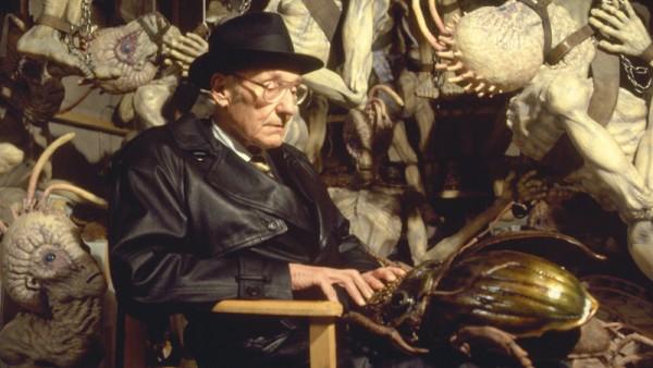 William Burroughs a regényéből forgatott Meztelen ebéd c. film díszletében